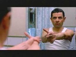 Films en series Films Johnny english Oefenen Met Handpistool Johnny English